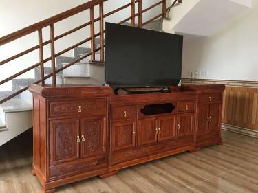 Kệ tivi mẫu Đồng Tiền gỗ Hương Đá