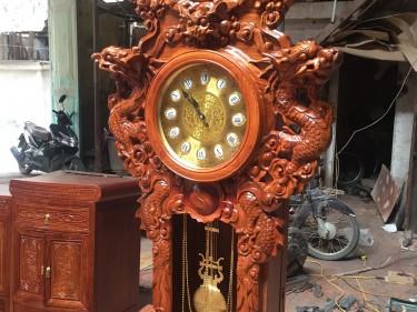 Đồng hồ mẫu Nghê Trầu gỗ Hương Vân điêu khắc cực kỳ tinh xảo