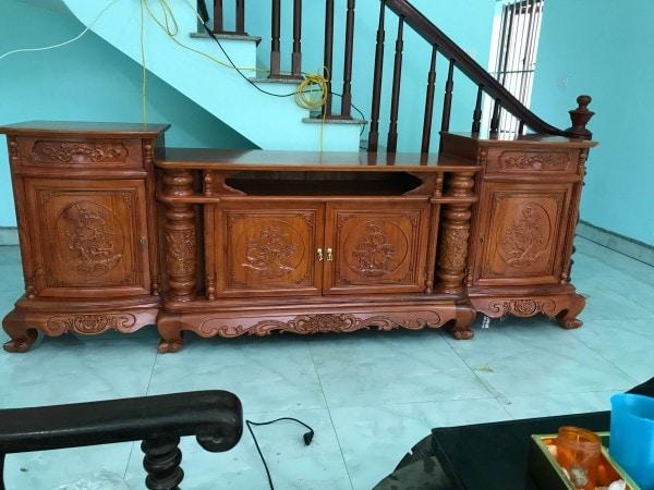 Kệ tivi mẫu Cột Nho gỗ Hương Vân