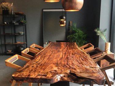 Bàn ăn gỗ me tây nguyên khối dài 2m8, rộng 95cm