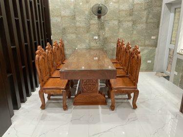 Bàn ăn nguyên khối gỗ Gõ + 8 ghế hoa hồng đục 2 mặt